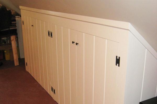 knee-wall-closet57C99546-6279-2F9D-3E83-DE2CCA92ADE8.jpg