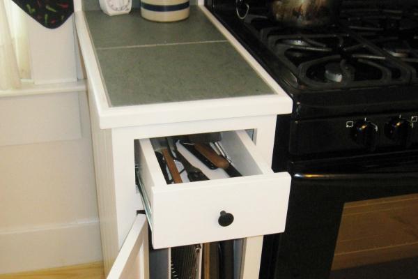 stove-side-cabinet9A8A7B71-1599-CC27-7C4B-6CE99DFB0F3C.jpg